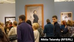 На выставке работ Валентина Серова