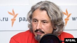 Владимир Сорокин представил на ярмарке книгу «Сахарный Кремль»