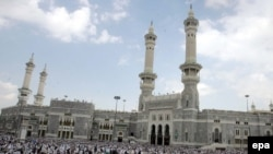 انتظار می رود که تعداد سعودی ها و ساير مسلمانانی که درصددند مراسم حج امسال را به جا بياورند به دو ميليون نفر بالغ شود که رقمی مشابه سال گذشته است .