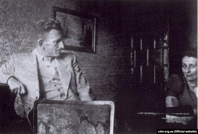 Головний командир УПА Роман Шухевич із сестрою Наталією, 1938 рік