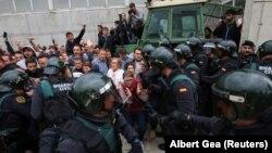Përballjet e votuesve në Kataloni me policinë spanjolle.