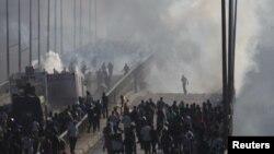 Një prej përleshjeve në mes të forcave të rendit dhe protestuesve islamik, 14 gusht 2013