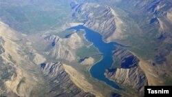 سد لار؛ در فروردین ماه خبرگزاری تسنیم گزارش داده بود که حدود ۴ درصد از مخزن سد لار، آب پشت این سد ذخیره شده است