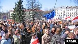По данным Управления внутренних дел Минского горисполкома, в акции приняло участие не более трех тысяч человек