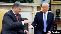 Президент України Петро Порошенко і президент США Дональд Трамп (праворуч). Вашингтон, 20 червня 2017 року