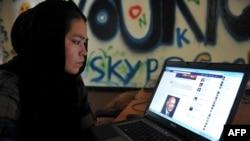 Kobuldagi internet kafe - Afg'oniston, iyul, 2012