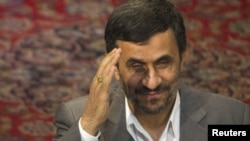 Iran -- President Mahmud Ahmadinejad waves to foreigners who are invited for attending late leader Ayatollah Ruhollah Khomeini's death anniversary ceremony, during a meeting in Tehran, 02Jun2011