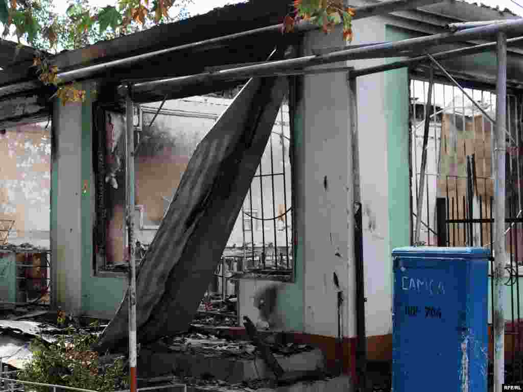 Scene of destruction in Osh's ethnic Uzbek Cheremushky neighborhood -