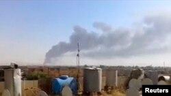 Облако дыма над нефтеперерабатывающим заводом в Байджи, 18 июня 2014