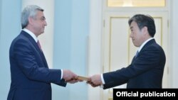Armenia - Japanese Ambassador Eiji Taguchi hands his credentials to President Serzh Sarkisian, Yerevan, 3Jun2015.