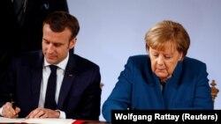 Nemačka kancelarka Angela Merkel i francuski predsednik Emanuel Makron potpisali su u Ahenu ugovor o jačanju francusko-nemačkih odnosa