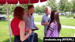 Мікалай Статкевіч з удзельнікамі пікету