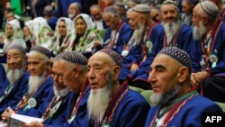 The Council of Elders makes decisions by a simple majority of votes in an open ballot and operates separately from Turkmenistan's parliament. (file photo)
