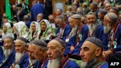 Члены совета старейшин Туркменистана. Ашгабад, 14 сентября 2016 года.