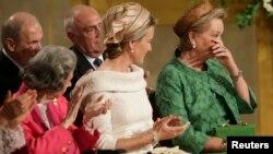 На цьому фото 2013 року королева Фабіола ліворуч у червоному вбранні