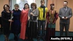 Сулда: Нурзидә Чанышева, уңда: Марат Сәфәров