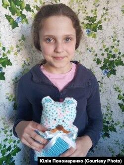 Аліса Пономаренко збирала кошти онкохворим дітям, продаючи іграшки власного виробництва