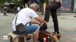 Чистачот на чевли Иљаз - Сè повеќе тажни лица и патики на костум