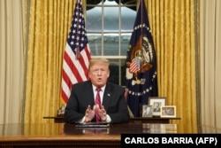 Президент США Дональд Трамп во время телевизионного обращения, Вашингтон, 8 января 2019 года.