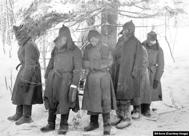 1940-жылы февралда фин аскерине колго түшкөн советтик жоокерлер. Финляндияга кол салып, СССР көптөгөн жоготууларга дуушар болгон.