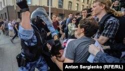 Задержание участников акции 27 июля в Москве