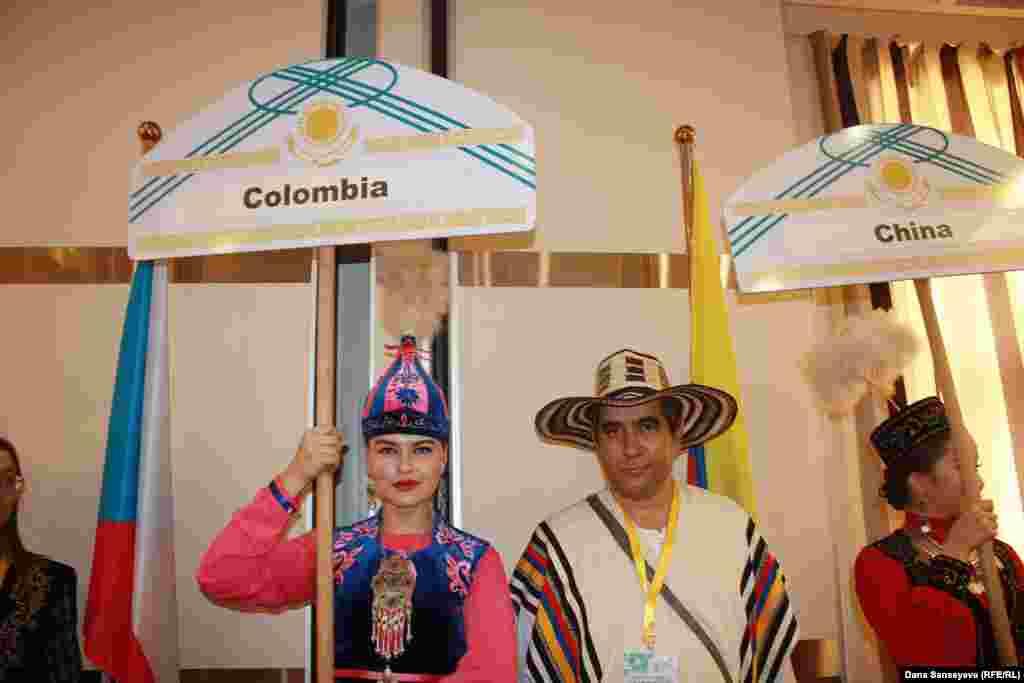 Оскар Фаджардо Чика - директор колумбийской компании Foundation Deportes Mentales, которая занимается продвижением интеллектуального спорта. Оскар играет в тогызкумалак на протяжении десяти лет.