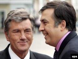 Viktor Yushchenko və Mikheil Saakashvilii