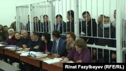 В суде по делу бывшего депутата кыргызского парламента Дамирбека Асылбек уулу, обвиняемого в причастности к контрабанде. Алматы, 2 ноября 2018 года.