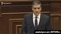 Омбудсмен Армении Арман Татоян в парламенте, Ереван, 11 мая 2020 г.