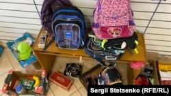 У благодійному магазині можна було знайти усе, що необхідно для школярів