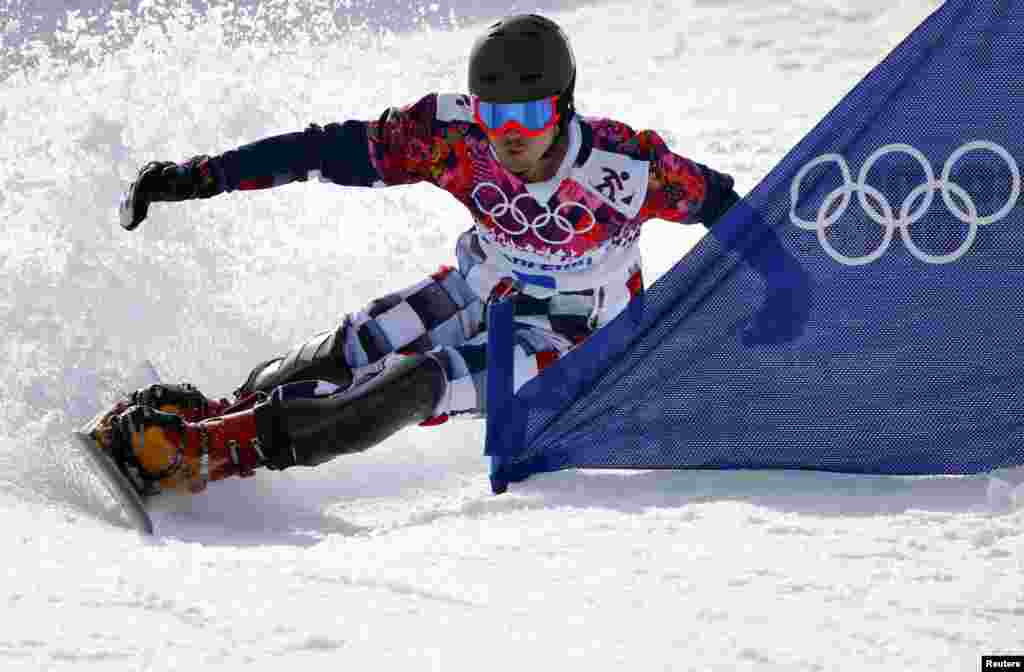 Russia's Vic Wild competes during his gold medal run during the men's snowboard parallel slalom final. (Reuters/Mike Blake)
