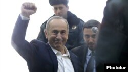 Armenia -- Former President Robert Kocharian greets supporters during his trial, Yerevan, February 25, 2020.