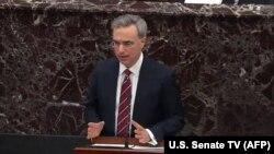 Пэт Сиполлоне выступает в Сенате, 25 января 2020