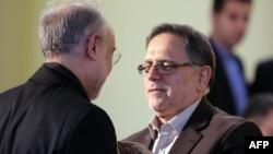 Представитель Ирана в МАГАТЭ Али Акбар Салехи (слева) и глава Центрального банка Валиолах Сейф.