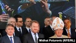U prvom redu (slijeva nadesno): Željko Komšić, Bakir Izetbegović i kardinal Vinko Puljić, Sarajevo, fotoarhiv