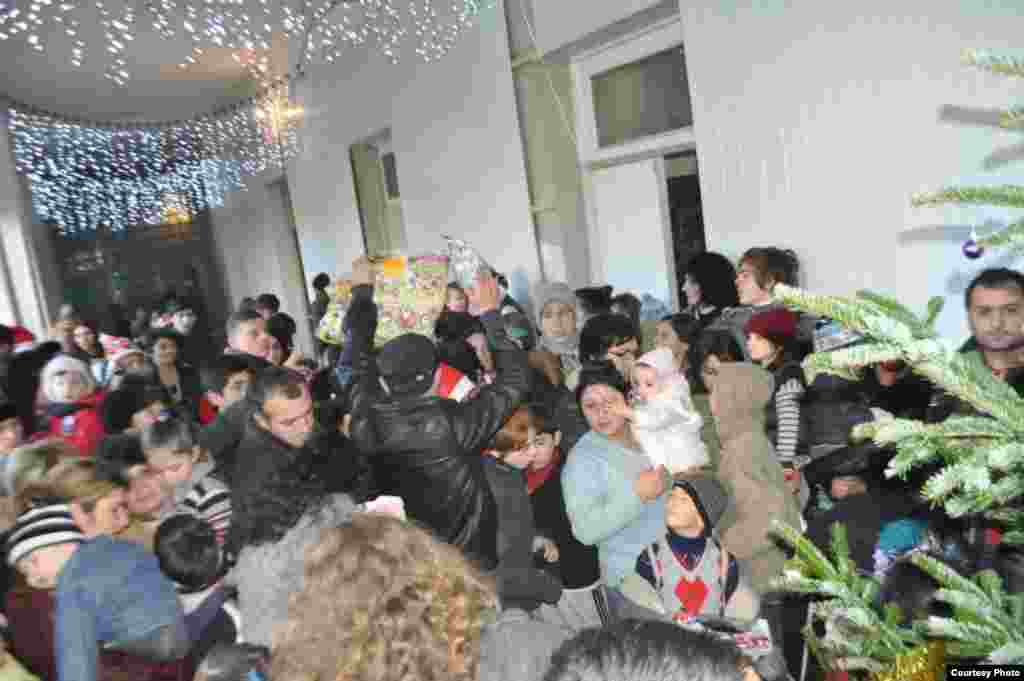 On December 31, in response to an online campaign organized by RFE/RL's Georgian Service, dozens of volunteers came to a New Year's Eve party at the former hospital.