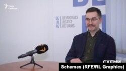 Правник Фундації Dejure Степан Берко вважає, що призначення без конкурсу дозволяє призначити політично лояльних суддів в Конституційний суд