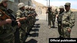 Министр обороны Азербайджана Закир Гасанов на передовой, 2 июня 2017 г․