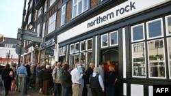 Всего за один день вкладчики британского банка Northern Rock сняли со своих счетов 1 млрд фунтов. Такого в стране не видели более 100 лет