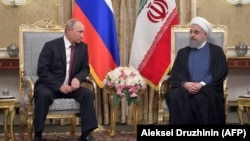 Russian President Vladimir Putin (left) and Iranian President Hassan Rohani meet in Tehran in November 2017.