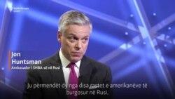 Ambasadori Huntsman: Rusia t'i ndalojë lojërat me të burgosurit amerikanë