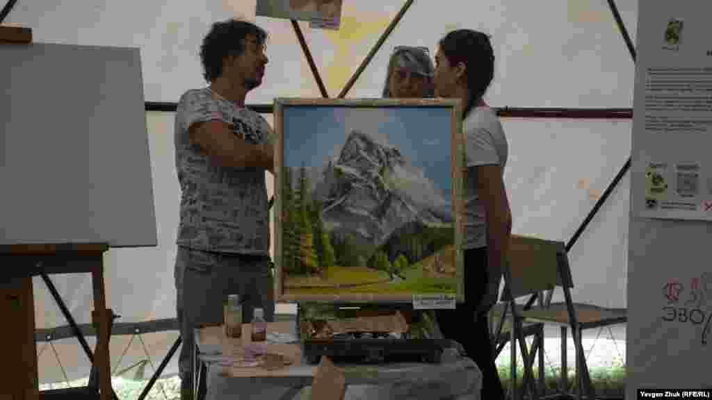 Художники обговорюють творчі моменти