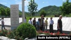 Varrezat me viktima të Srebrenicës