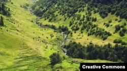 Абхазская стена тянулась полукругом, в основном, по горным ущельям
