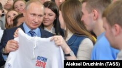 Russian President Vladimir Putin visits his election campaign office in Moscow on January 10.