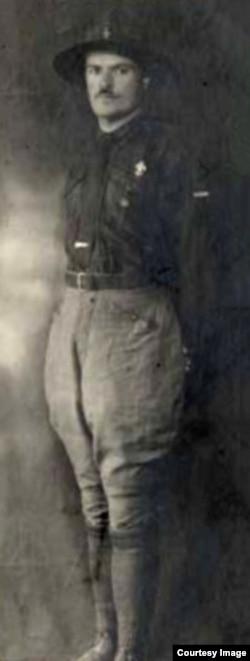 Петр Зленко в скаутской униформе. Семейный архив Ивана Бржезины
