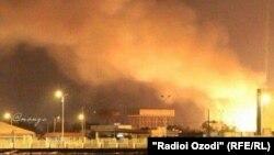 Горящий порт Адена. 7 апреля 2015 года.