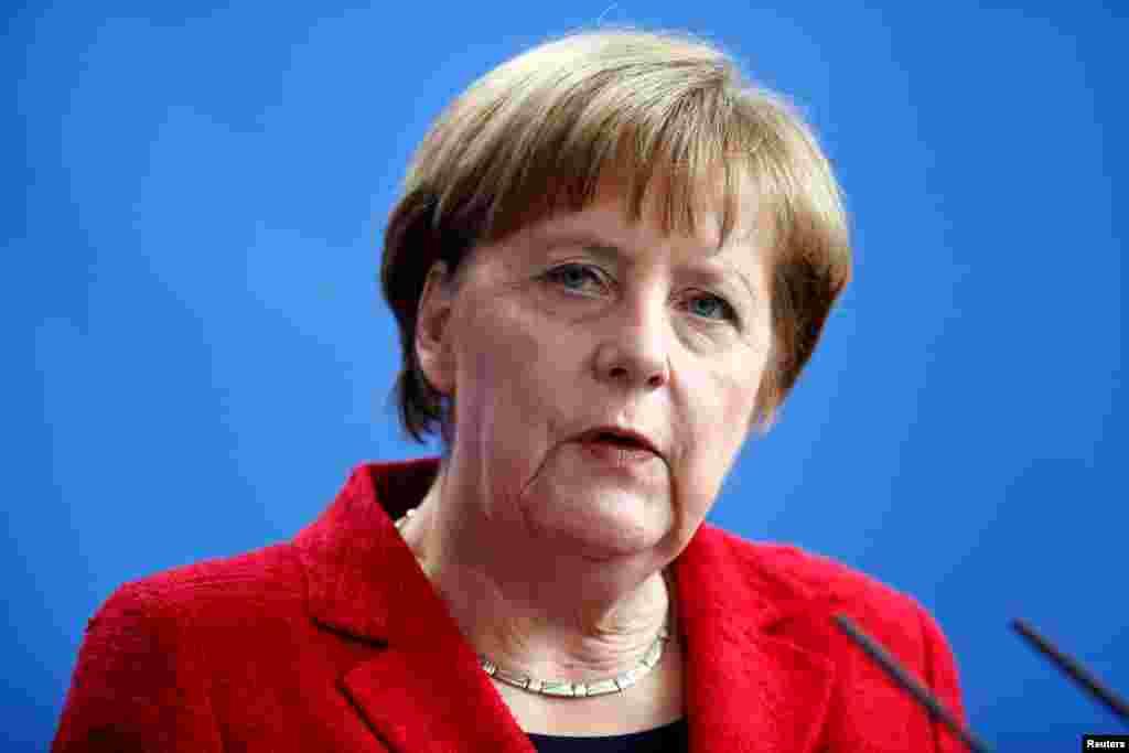 Ангела Меркель Европейский политический тяжеловес, нынешняя канцлер Германии будет в четвертый раз претендовать на эту должность по итогам сентябрьских выборов в Бундестаг. Снова занять этот пост ей может помешать широкое недовольство ее миграционной политикой, в результате которой с прошлого года в страну прибыли более миллиона беженцев. Кроме того, впервые в истории современной Германии места в немецком парламенте должны получить крайне правые евроскептики, что, как минимум, затруднит переговоры Меркель по созданию правящей коалиции.