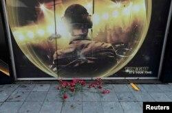 Квіти біля нічного клубу Reina, де стався теракт