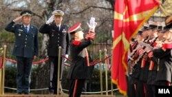 Началникот на Генералштабот на АРМ генерал-потполковник и Горанчо Котески и претседавачот на Воениот комитет на ЕУ, генерал Патрик де Русие.